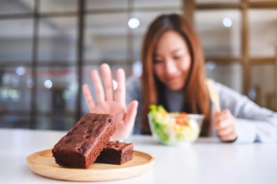 Почему стоит уменьшить количество сахара в рационе? Проблемы с кожей, психикой, кишечником