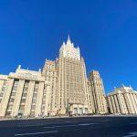 Россия надеется, что кризис в Киргизии разрешится мирными переговорами