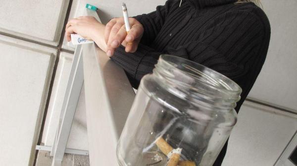 Генкомиссар: полиция не будет реагировать на курение на балконах в приоритетном порядке