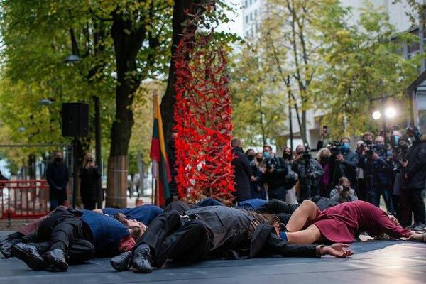 В Каунасе открыта скульптура в память о Т. Сугихаре