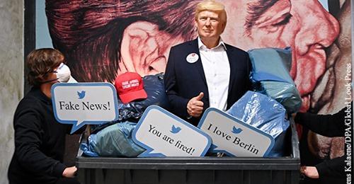 Музей мадам Тюссо поставил фигуру Трампа в «мусорку»