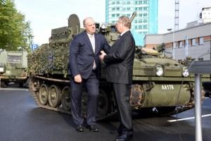 Спустя шесть лет Латвия получила все 123 бронемашины из Великобритании