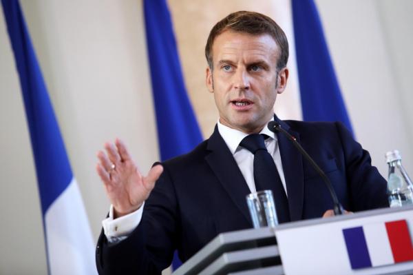 Президент Франции напомнил официальной Риге о русских Латвии