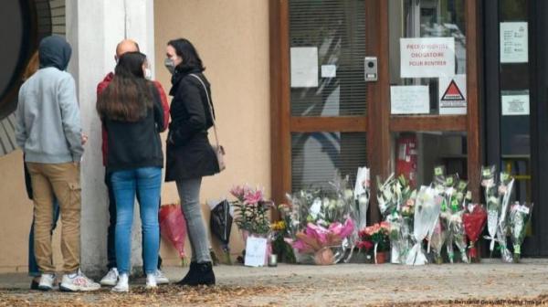 В России обвинили Францию в лицемерии на фоне убийства учителя чеченцем под Парижем