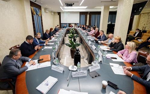 Вопросы защиты прав соотечественников обсудили в Общественной палате РФ