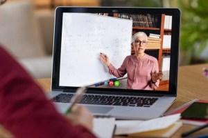 Плата за «удаленку»: латвийские учителя требуют по 50 евро в месяц