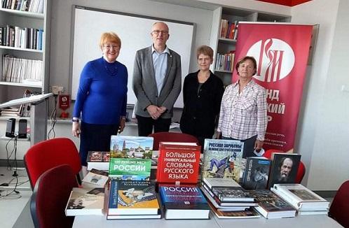 Дом русского зарубежья подарил книги Печскому университету