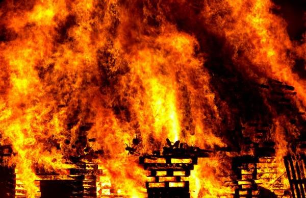Пожар в жилом доме в Вильянди: погибли два человека