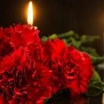 Россияне несут цветы к посольству Франции после нападения в Ницце