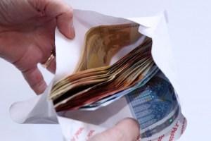 «Денег было до фига!» Как Латвия потратила средства выделенные из-за COVID