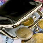 Сегодня латвийским пенсионерам поднимают пенсии: кому и насколько