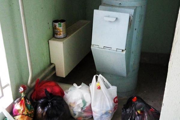 В Риге заваривают мусоропроводы. Пенсионеры недовольны