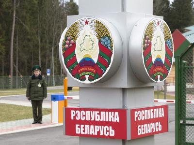 На белорусской таможне пробка: машины не пускают в страну