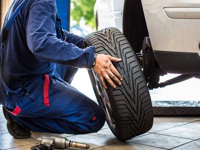Скажи шипам «нет»: специалисты напомнили о штрафах за шины не по сезону