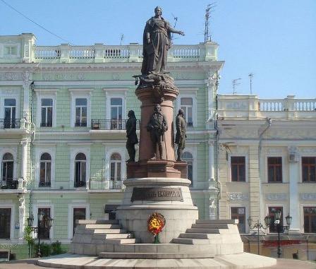 СовФед: борясь с памятниками, на Украине не готовы признать правду