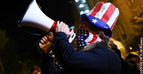 Распад американской демократии выдают за ее торжество