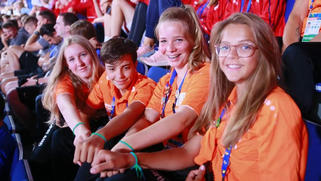 Детей научат современной журналистике в международном онлайн-лагере «Футбола для дружбы»