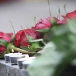 Россияне несут цветы к посольству Австрии после теракта в Вене