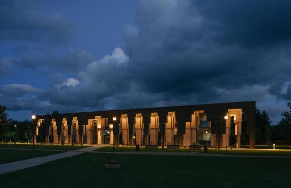 Деревянным строением года стало здание волостной управы Сауэ