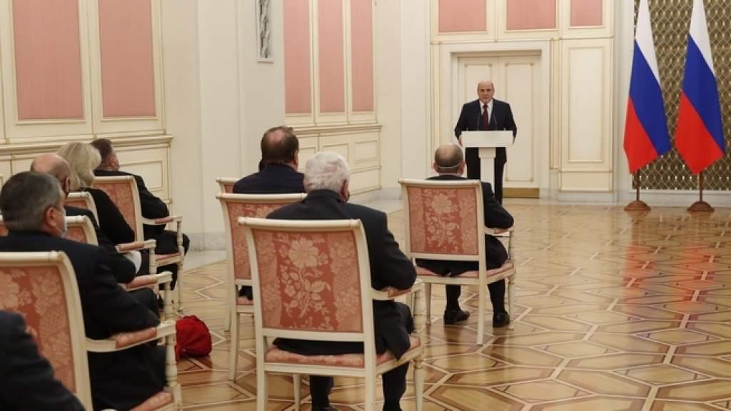 Михаил Мишустин вручил правительственные награды в области науки и техники