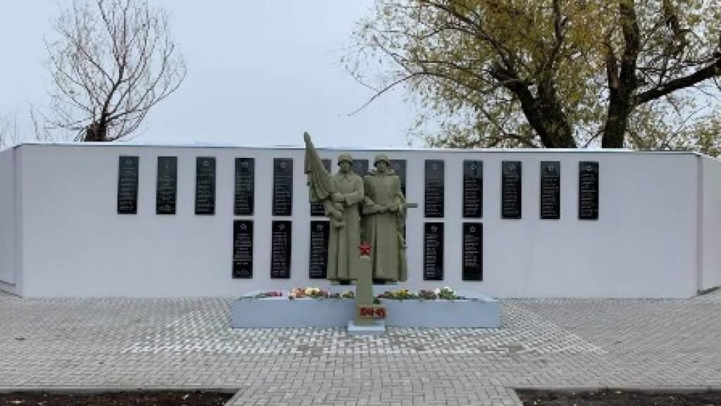 Памятник советским солдатам открыли в Молдавии