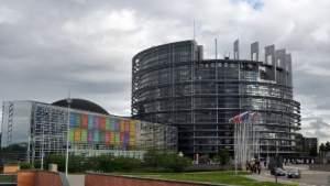 В Европарламенте одобрили поправки о защите детей от дискриминации в образовательной сфере