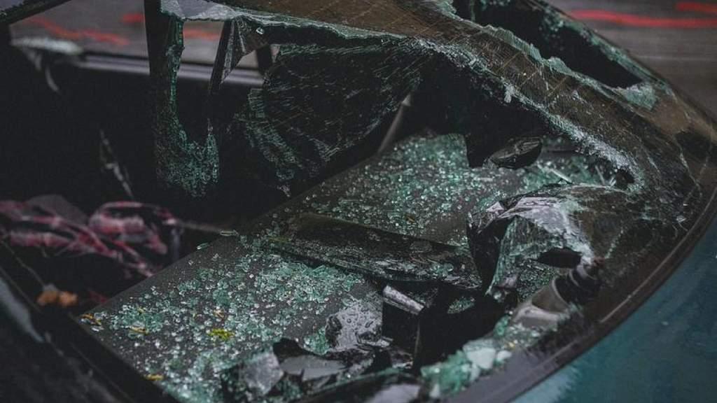 В Пярнумаа автомобиль врезался в дерево, водитель погиб