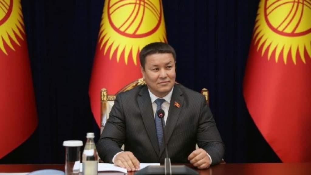 Врио президента Киргизии выступил за сохранение официального статуса русского языка в республике