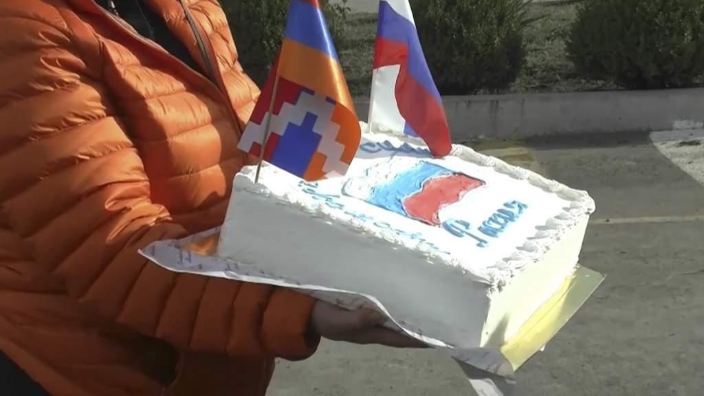 Жители Нагорного Карабаха благодарят российских военных за установление мира