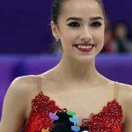 Алина Загитова пришла на хоккейный матч с журналистом Павлом Занозиным
