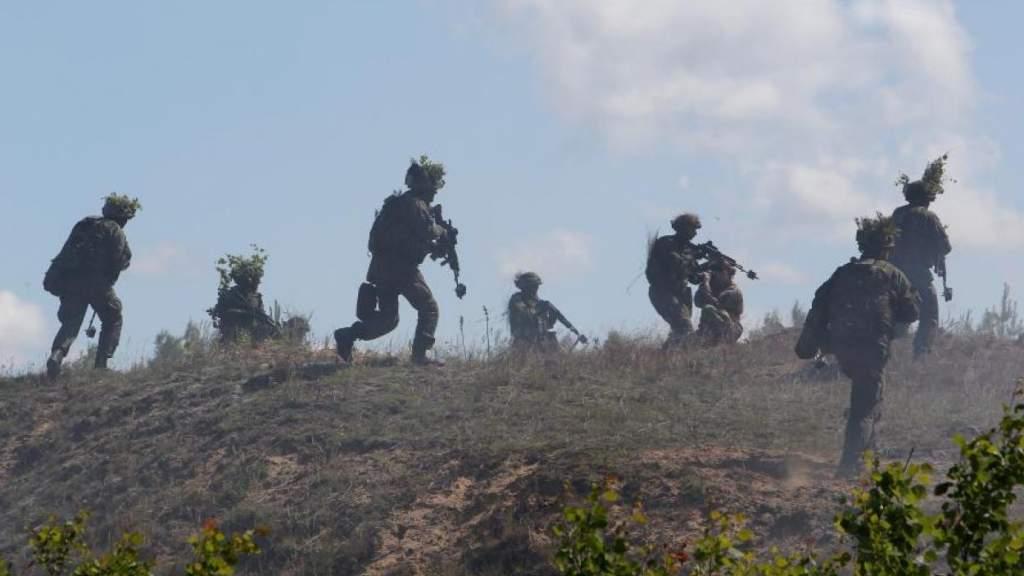 Армия Латвии готовится в бой с нарушениями ковидных ограничений