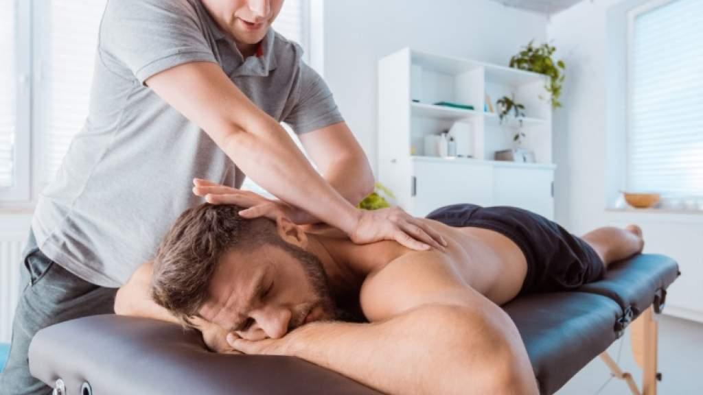 Когда делать массаж, чтобы улучшить спортивные результаты? Польза и противопоказания