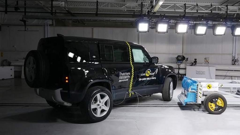 Land Rover похвастался, как Defender 110 держит удар