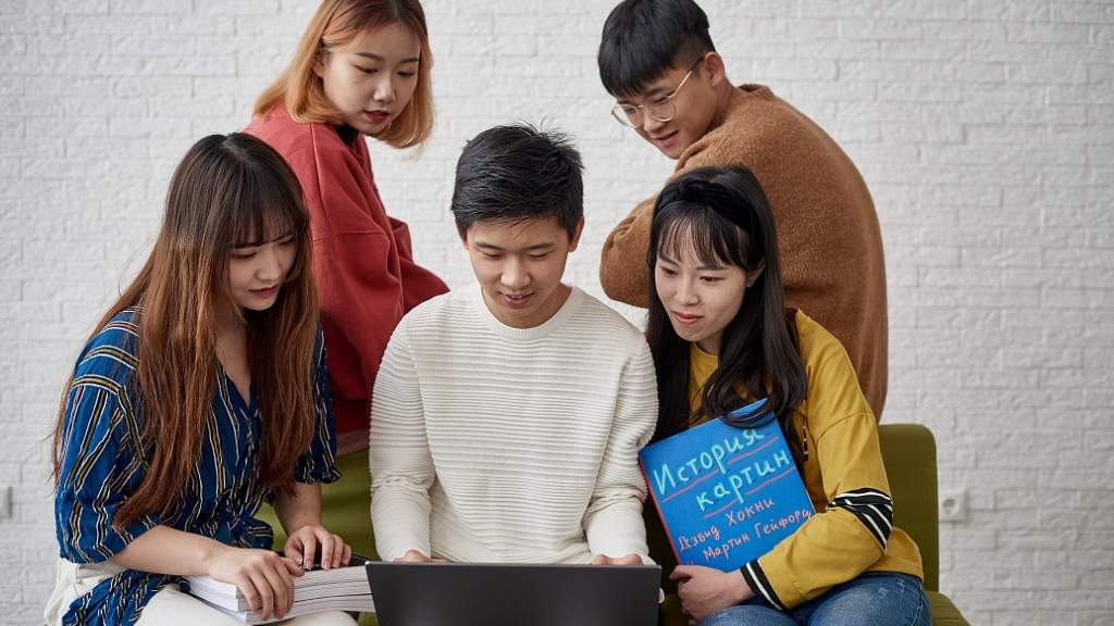 Минобрнауки РФ: Студенты из-за рубежа смогут защитить дипломы дистанционно