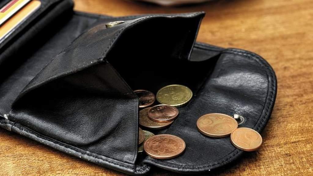 Половина жителей ЭР испытывает стресс из-за нехватки денег