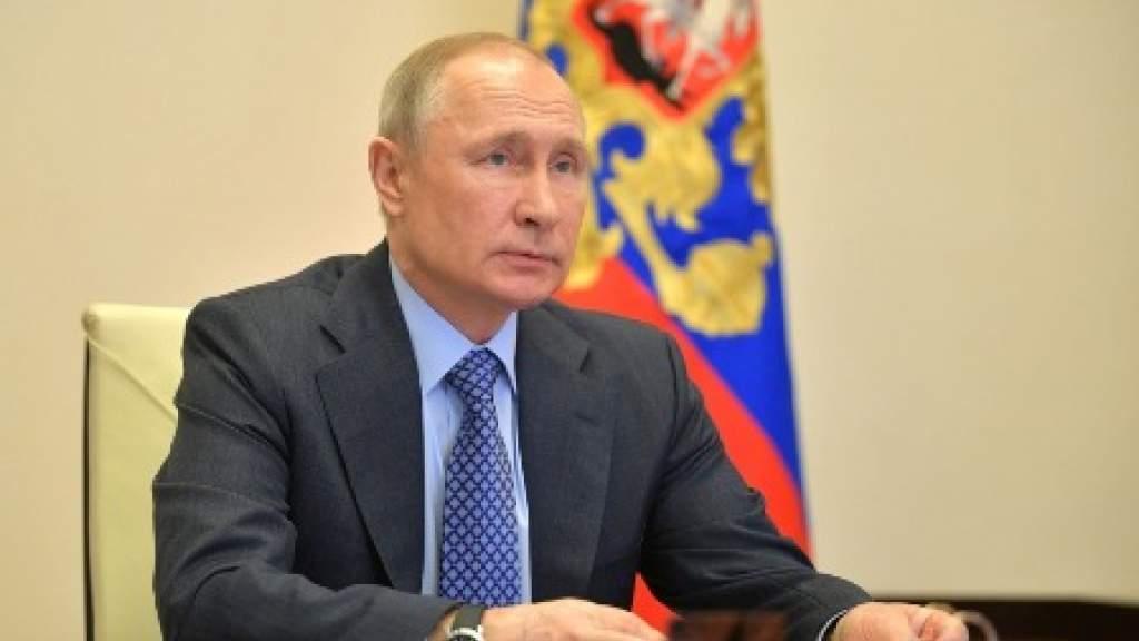 Президент России принял закон о проведении экзамена для иностранных граждан