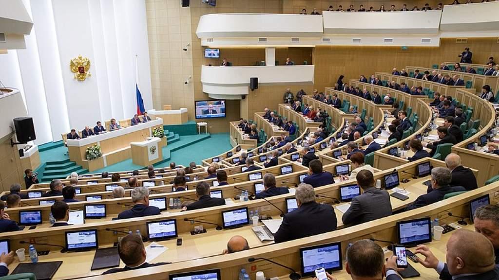 Сенаторы поддержали закон об экзамене по русскому языку для мигрантов