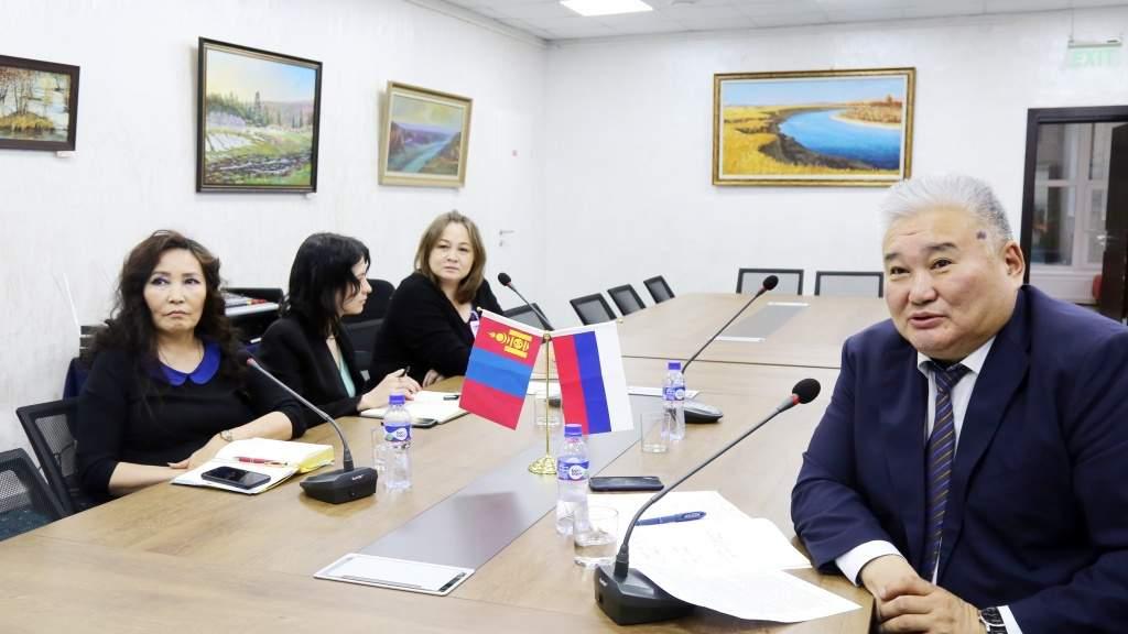 Студенты и школьники Монголии познакомились с возможностями российского образования