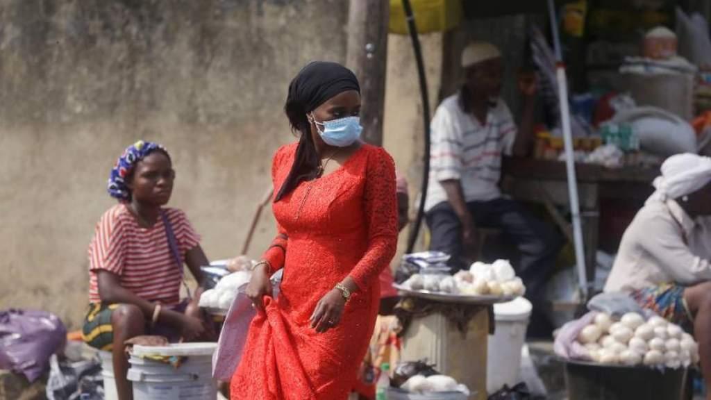 В Нигерии зафиксировали новый штамм коронавируса. Он может быть не таким заразным, как южноафриканский