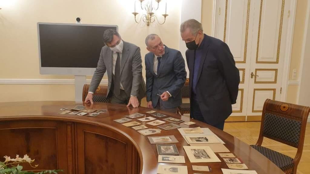 Власти Петербурга устанавливают памятники россиянам в разных странах мира