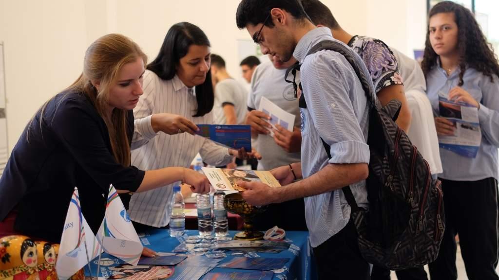Выпускники советских вузов помогли открыть класс для изучения русского языка в Ливане