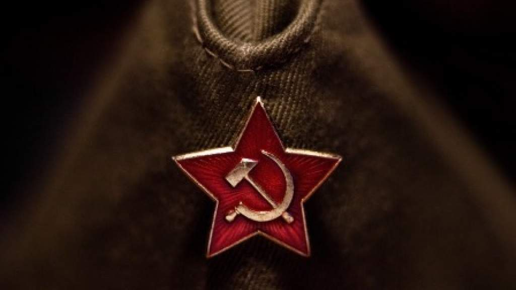 Жителю Киева грозит лишение свободы на 5 лет за шапку с серпом и молотом