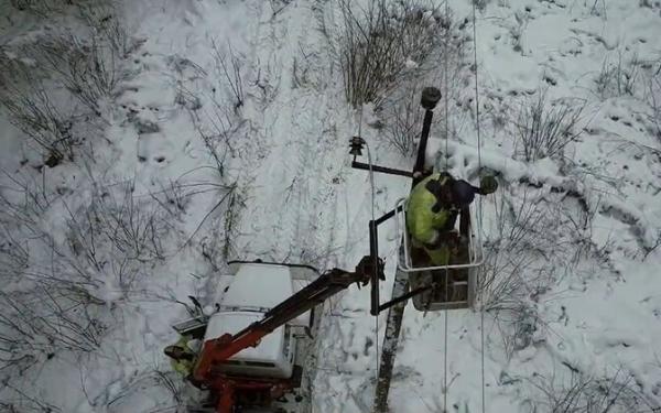Тающий снег и ледяной дождь стали причиной отключения электричества на Сааремаа