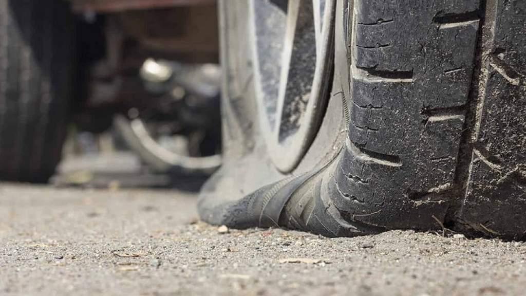 Если самому не хочется: как совершенно бесплатно заменить поврежденное колесо