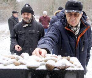 На северо-востоке Эстонии зажгли поминальные свечи