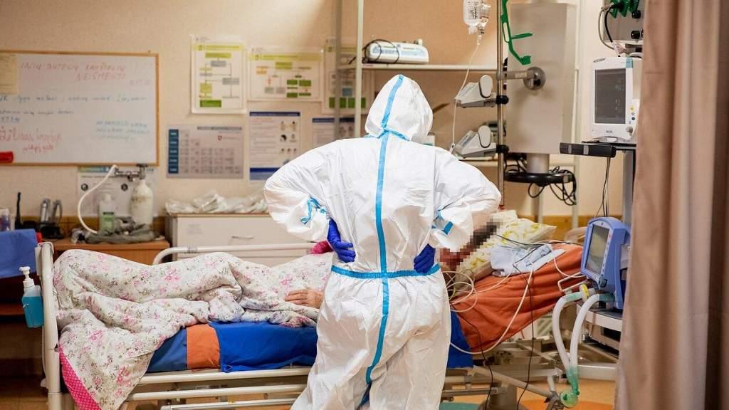 Прививать пациентов больниц по уходу и домов опеки Литвы начнут на следующей неделе