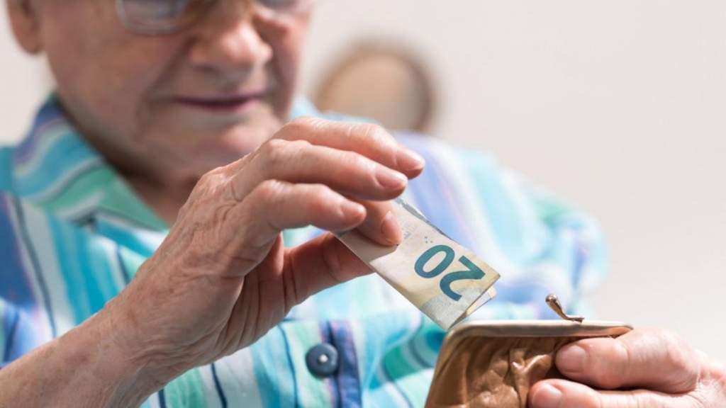 С сегодняшнего дня повышен размер пенсий и социального обеспечения