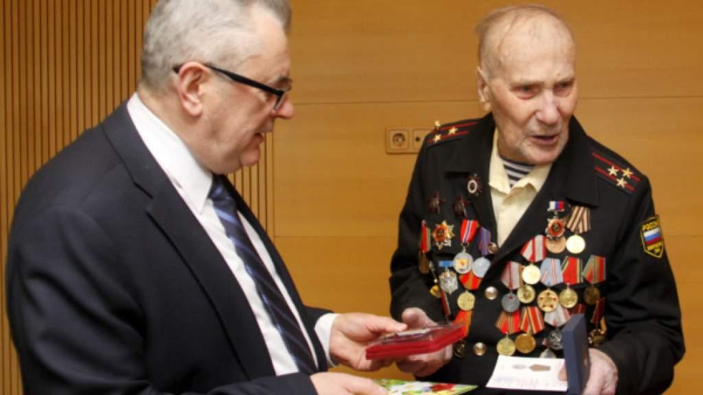 В Эстонии попрощались с легендарным ветераном Северного флота Александром Разгуляевым