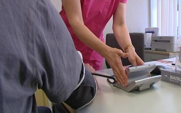 Таллинн будет компенсировать своим жителям 30 евро за больничный