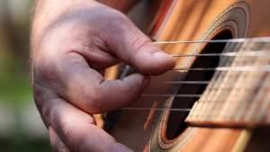Радикалы во Львове избили уличных музыкантов, исполнявших песни на русском языке
